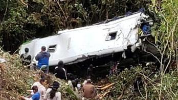 Szakadékba zuhant egy busz Peruban