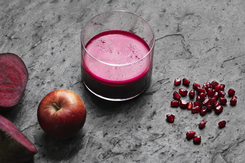 A cékla az egyik legjobb diétás zöldség, és segíti a zsírbontásban a májat. Almával, gránátalmával és gyömbérrel turmixolva elképesztően hatékony méregtelenítő ital készíthető belőle.
