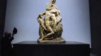 A látogatók szeme láttára restaurálják a firenzei Pietát