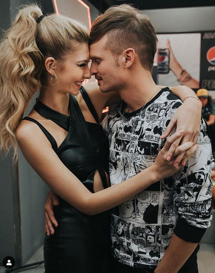 Az X-Faktor második élő adása után feltöltött szerelmes fotóra számos gratuláció érkezett, a kommentelők szerint cukik együtt.