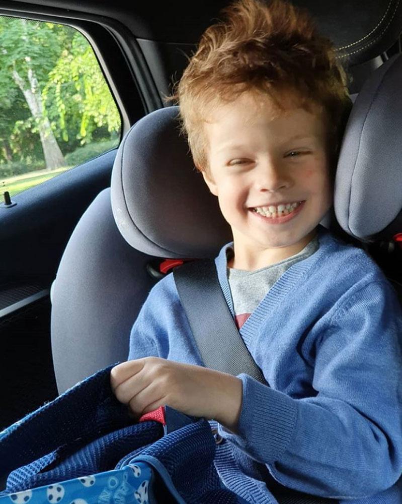 Milán még csak 4 éves, de tökéletes mosolyával már most hódít, édesanyja bájos vonásai köszönnek vissza az arcán.