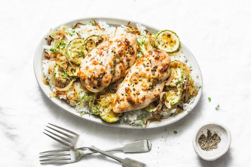 Omlós dijoni sült csirkemell: finom szaftos marad a hús, ha így készíted