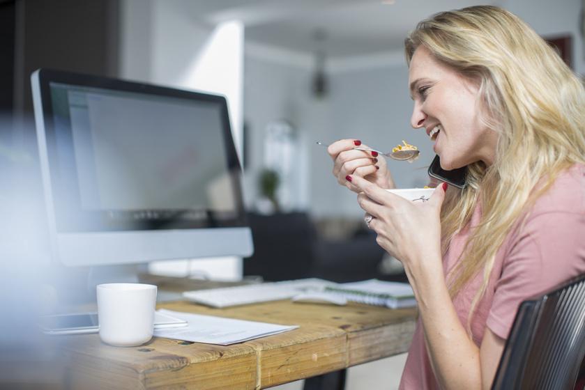 Miért hizlal, ha az irodaasztalnál eszel? Évek alatt komoly túlsúlyt okoz