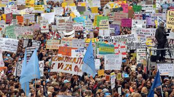 Húszezer pedagógus tüntetett a rossz fizetések miatt Zágrábban