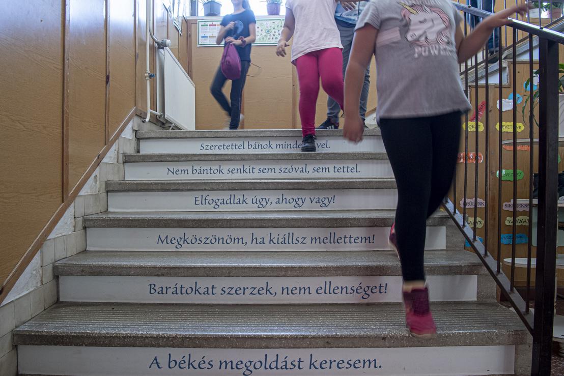 Üzenetek a lépcsőn