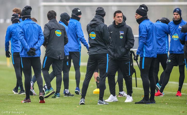 Ante Covic és a csapat játékosai a Hertha BSC tréningjén Schenkendorfplatzban 2019. november 25-én
