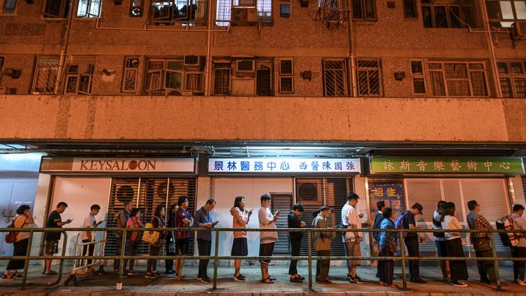 Nagy pofont kapott a kínai vezetés a hongkongi választáson