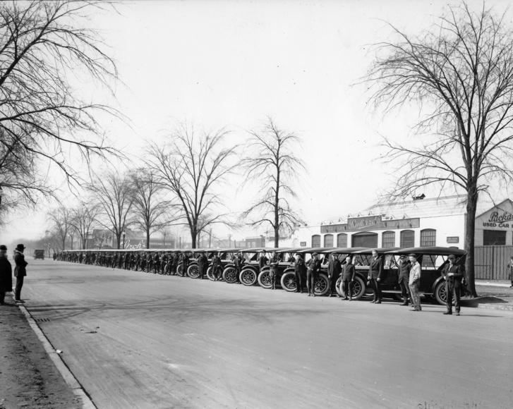 Packard 3-35-ök, az East Grand Blvd.-i gyár előtt