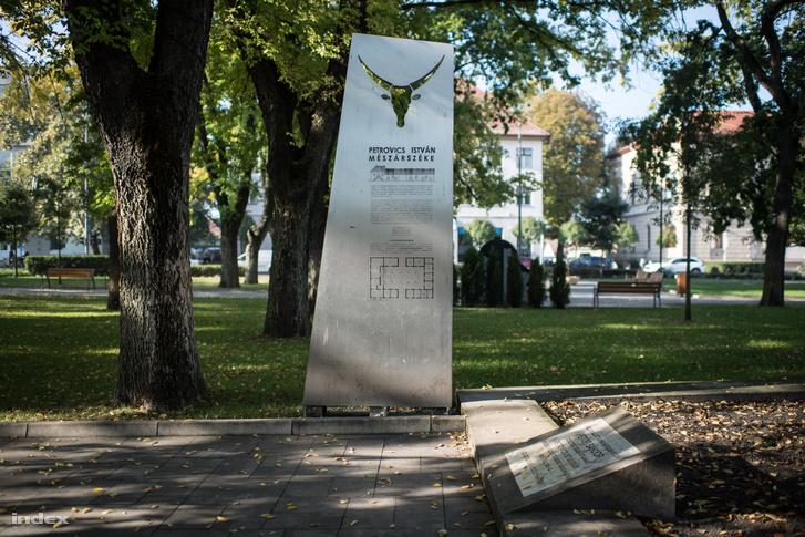 Ezen a helyen működött Petrovicsék mészárszéke
