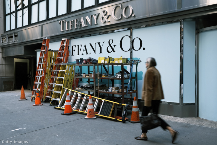 Tiffany & Co üzlete a Fifth Avenue-n, Manhattanben 2019. november 25-én, amikor bejelentették a felvásárlást