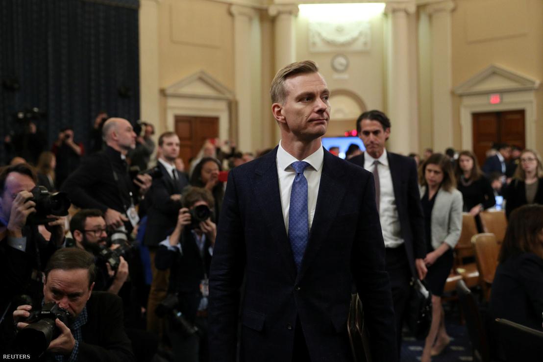 David Holmes érkezik a csütörtöki meghallgatására a washingtoni impeachment-eljárás részeként