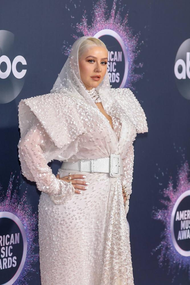 Christina Aguilera öltözékétől is le vagyunk nyűgözve, csupán más értelemben