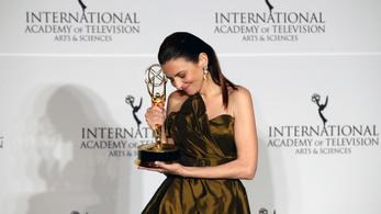 Gera Marina a Szovjetunió áldozatainak dedikálta Emmy-díját
