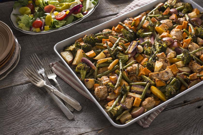 Egytepsis ebéd 10 perc munkával: csirkemell és sok-sok zöldség