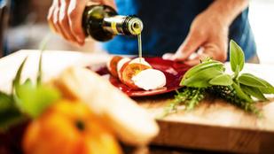 Egy könnyű halas fogás: Tonhalhalfasírtok articsókás caprese-vel, friss olasz fűszerekkel