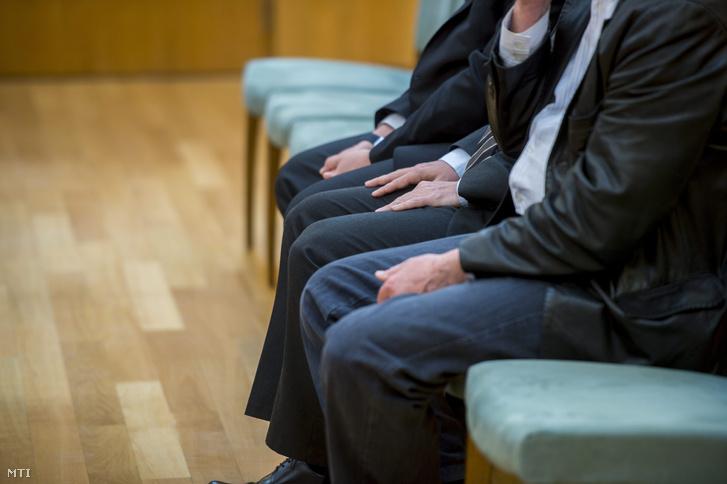 A vádlottak a 2016-os ítélet indoklását hallgatják a Kocsis István, az MVM Zrt. volt vezérigazgatója és társai ellen hűtlen kezelés miatt másodfokon folytatott büntetőper tárgyalásán a Pécsi Ítélőtáblán május 17-én