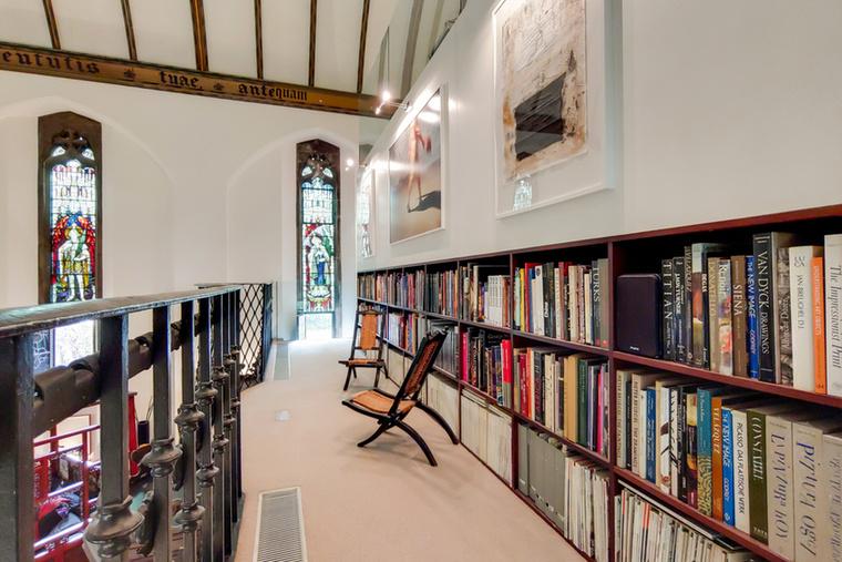 A lakáshoz saját könyvtárrész is dukál