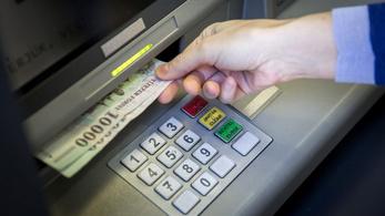 Már van olyan bank, aminek az ATM-eivel más számlájára is fizethetünk pénzt