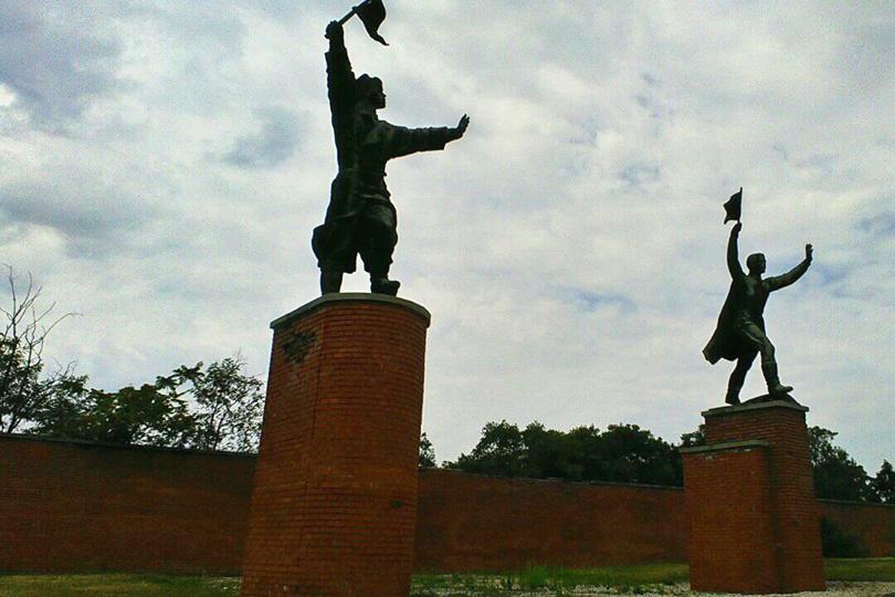 Osztyapenkó szobra Budapest nyugati csomópontjánál állt régen. Hányadik kerületben található ma?
