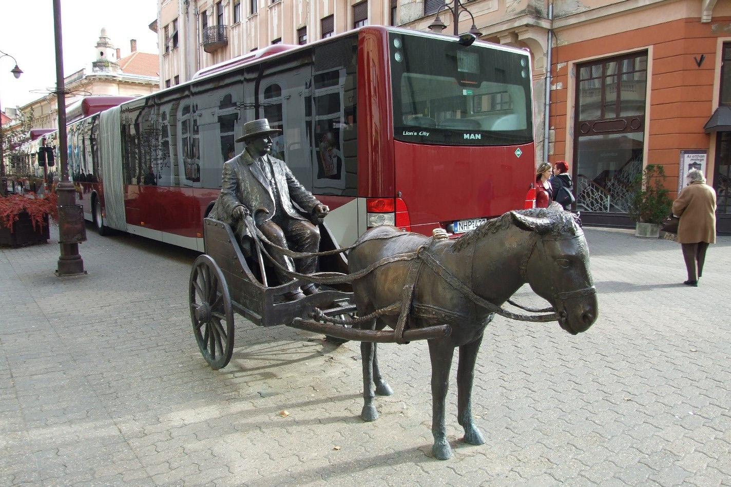 Melyik városban áll Rippl-Rónai József életnagyságú szobra?