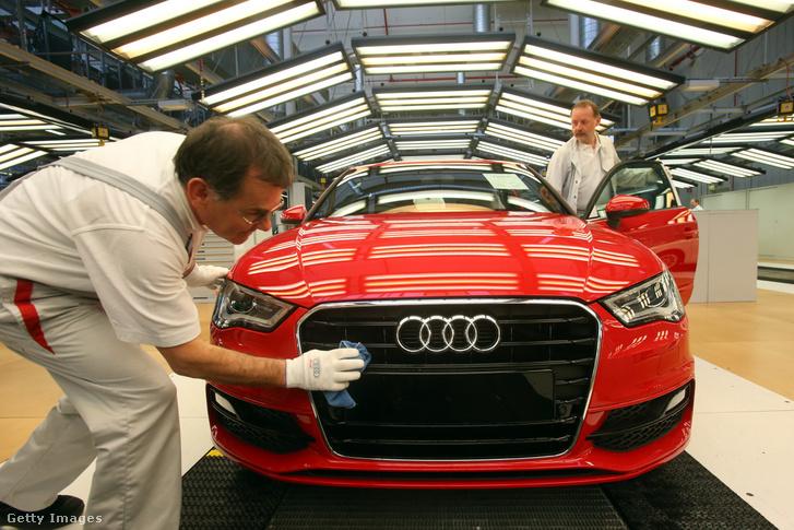 Dolgozók az Audi ingolstadti gyárában 2013-ban.