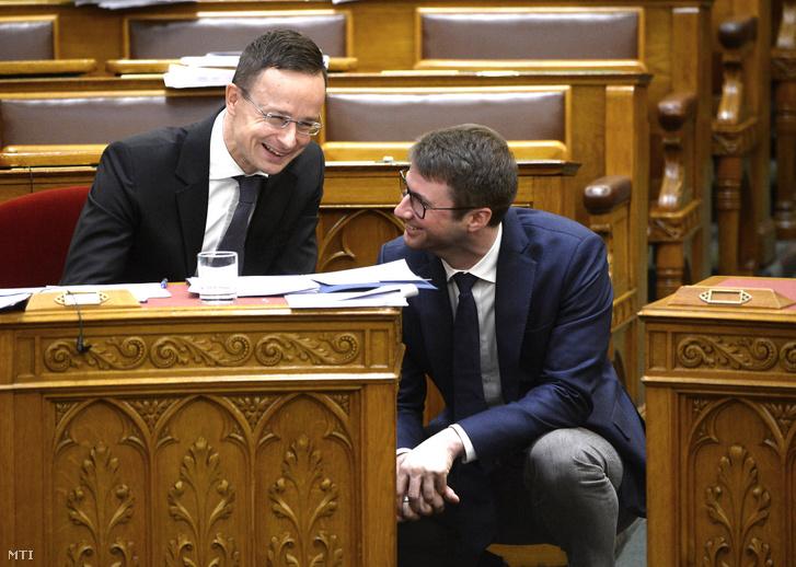 Szijjártó Péter és Böröcz László a Fidelitas elnöke az Országgyűlés plenáris ülésén 2019. november 22-én