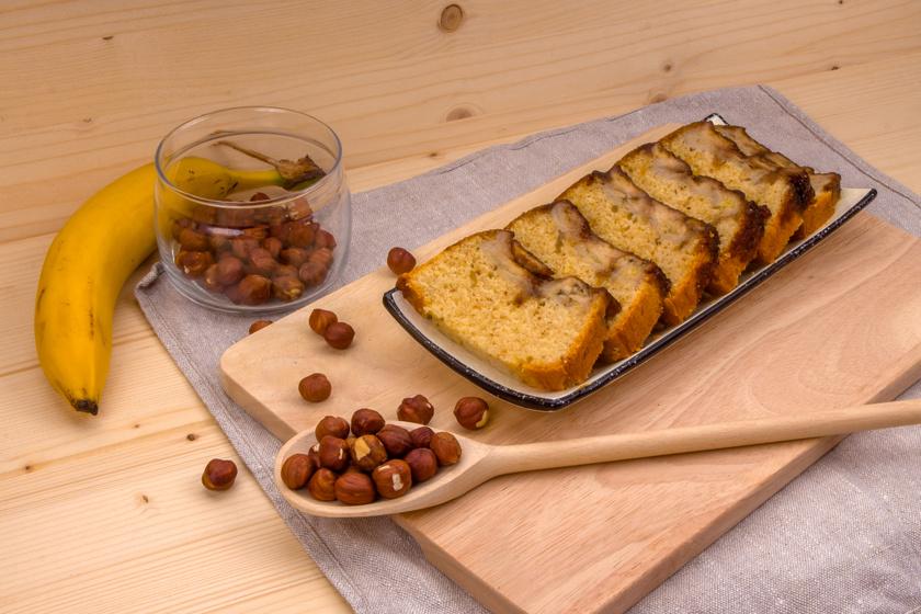 Bögrés banános, mogyorós kevert süti: akár kenyérformában is megsütheted