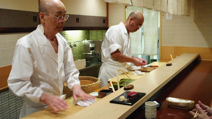Balra Ono Dzsiro a Sushiálmok című filmben