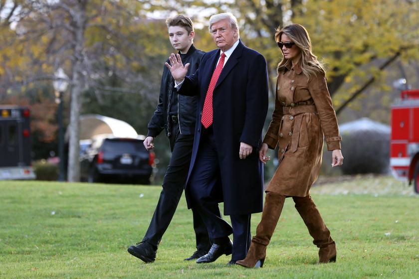 A 13 éves Barron Trump jól megnyúlt, most körülbelül olyan magas, mint az édesapja.