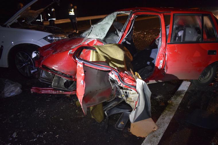 Három személy sérült meg a balesetben a rendőrség tudósítása szerint.