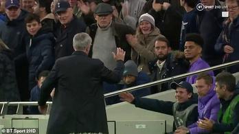 Mourinho labdaszedőt is ünnepelt és ölelgetett egy gólnál