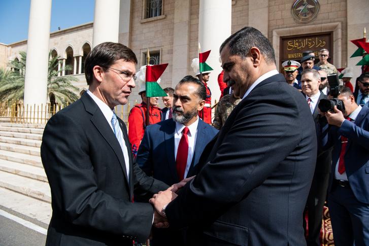 Mark Esper amerikai védelmi miniszterrel Bagdadban 2019. október 23-án