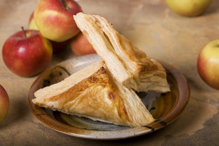 Fahéjas, almás leveles háromszögek: a karácsonyi finomság villámgyorsan