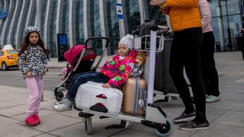 Közel kétszer annyi magyar gyerek él másik EU-s országban, mint öt éve