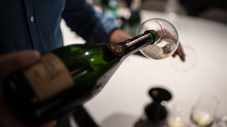 49 millió buborék van egy palackban
