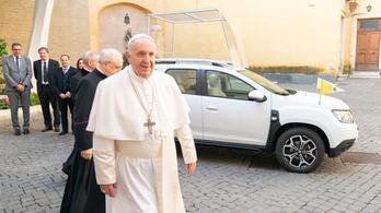 Daciát kapott Ferenc pápa