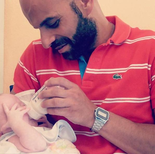 Luca Trapanese mindig is tudta, hogy apa akar majd lenni, azonban nem volt párja, az olasz törvények pedig egészen 2017-ig nem tették lehetővé az örökbefogadást egyedülállók számára.