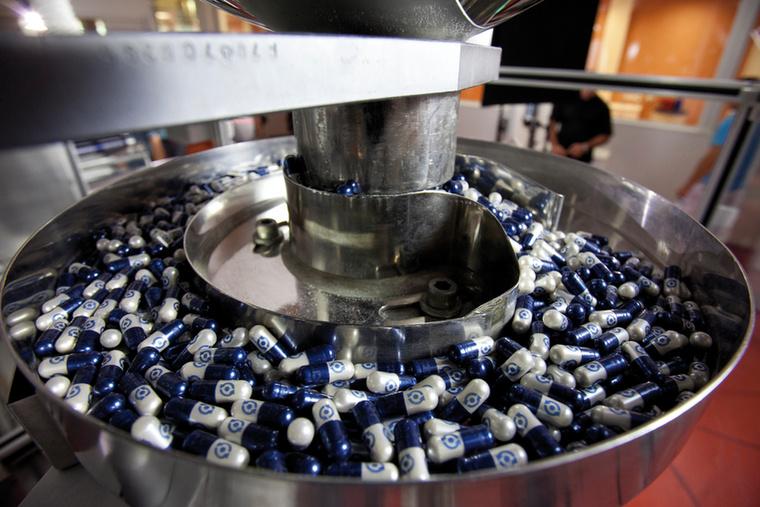 A poralakú készítmények egy részét kapszulákba töltik, természetesen ezt is gépek segítségével