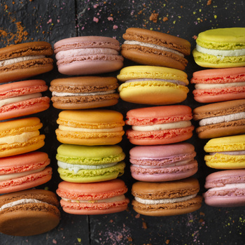Elegáns és bájos édesség a macaron – A francia cukrászműhelyek csodája