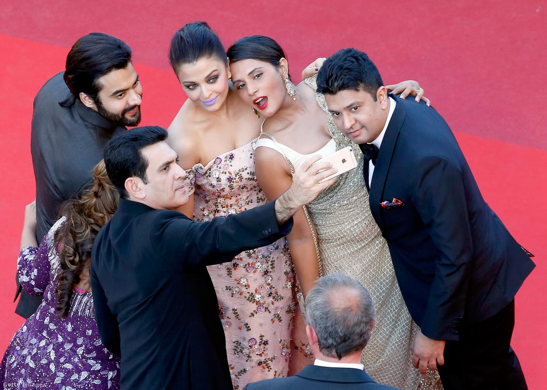 Jackky Bhagnani producer, Deepshika Deshmukh, Darshan Kumar, Aishwarya Rai, Richa Chadha színészek és Bhushan Kumar a T-Series vezetője a cannes-i filmfesztiválon 2016-ban