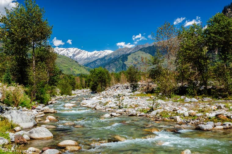 Kullu völgy, IndiaA Himalájában található Kullu völgyet a Beas-folyó festi zöldre, területén több hektárnyi almafaültetvény fekszik a magas fenyők és cédrusok között
