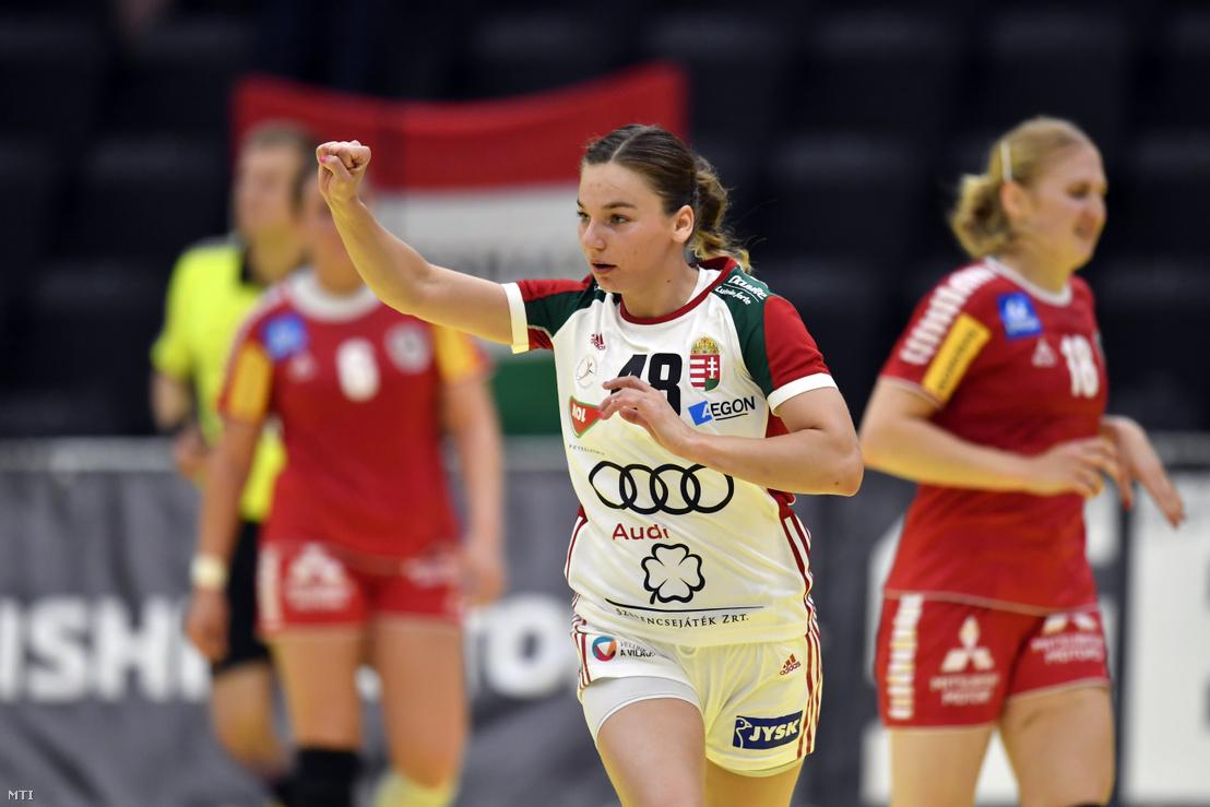 Faluvégi Dorottya, miután gólt szerzett az Ausztria - Magyarország női kézilabda világbajnoki selejtező mérkőzésen az ausztriai Grazban 2019. június 2-án
