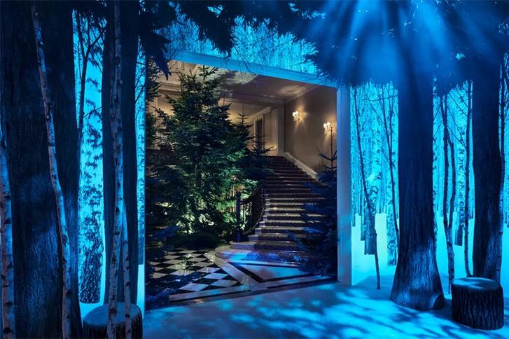 Jony Ive karácsonyfája a londoni Claridge's Hotel lobbyjában