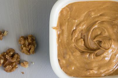 Lágy, krémes dióvaj mézzel és fahéjjal: tökéletes süteménybe vagy magában is