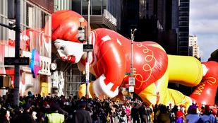 Pofáraesett Ronald McDonald a hálaadásnapi felvonuláson