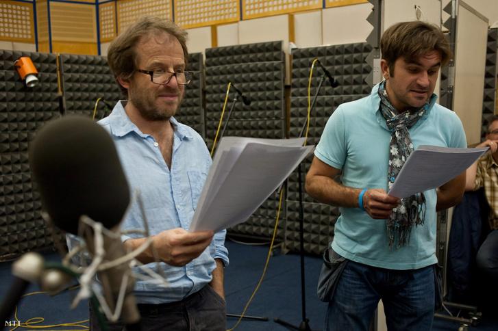 Salamon András rendező, mellette Csöre Gábor az Időfutár című hangjátéksorozat második évadjának felvételén a Magyar Rádió 13-as stúdiójában 2012. szeptember 27-én.