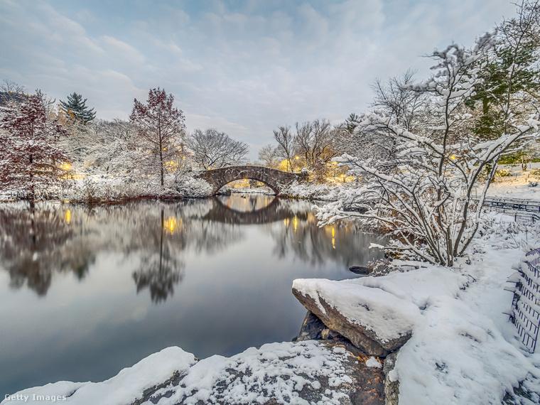 A Central Park a New York-iak menedéke, ami télen korcsolyapályával, a befagyott tóval és a Karácsonyi ének világát idéző hintókkal várja őket