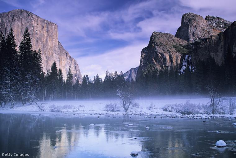 Az Egyesült Államok második nemzeti parkja, a Yosemite csodái közé tartoznak a monumentális mamutfenyők, a vadon élő grizzlyk és a táj fölé magasodó gránit sziklafalak
