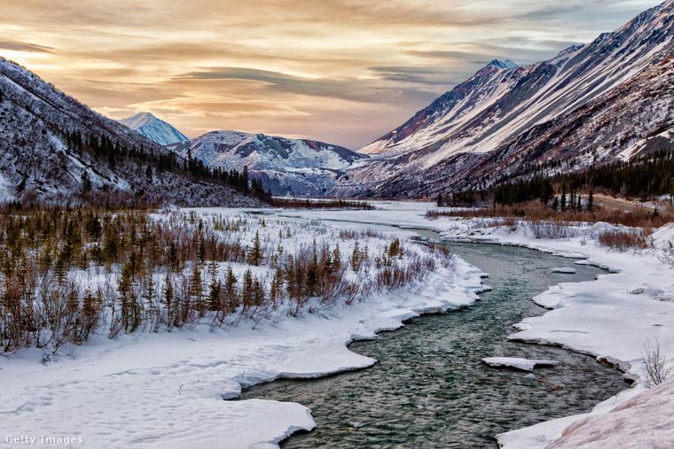 Alaszkát hósipkás hegyóriásai, végtelen fenyőerdei és sokszínű vadvilága minden évszakban bakancslistás úti céllá teszik