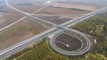 Átadták az M7-es új csomópontját, ami a Balaton északi partjára visz